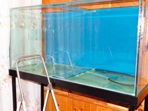 аквариум на тумбу
